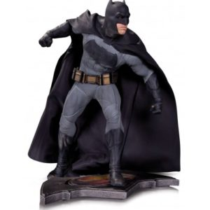 BATMAN STATUETTE RÉSINE - DC COMICS - BATMAN VS SUPERMAN - L'AUBE DE LA JUSTICE - DC COLLECTIBLES - 36 CM - 761941335070 - kingdom-figurine.fr