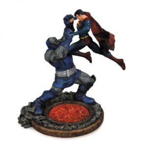 SUPERMAN VS. DARKSEID STATUETTE RÉSINE - 2ND EDITION - DC COMICS - DC COLLECTIBLES - 32 CM - 0 - DCCAPR140310 – 761941323121 – kingdom-figurine.fr