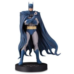 BATMAN BY BRIAN BOLLAND STATUETTE RÉSINE - DC DESIGNER SERIES - DC COLLECTIBLES - 18 CM – (1) - 761941353104 – kingdom-figurine.fr