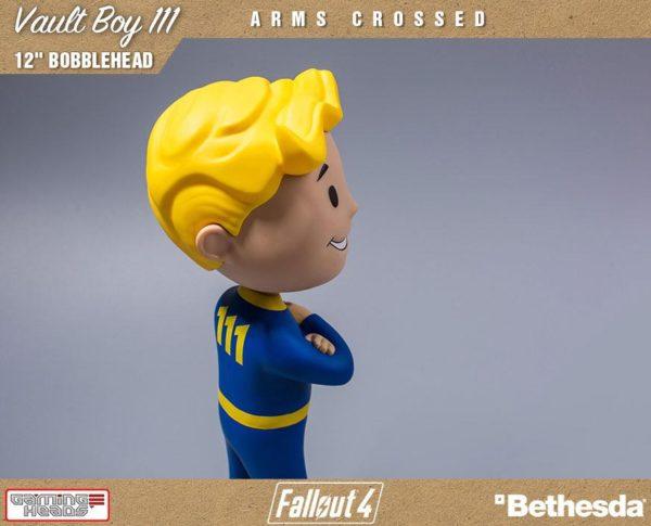VAULT BOY 111 ARMS CROSSED BOBBLE HEAD - FALLOUT 4 - GAMING HEADS - 30 CM – (8) - 5060254181844 – kingdom-figurine.fr