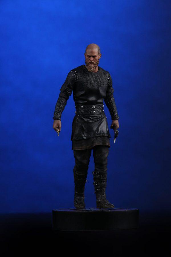 RAGNAR STATUETTE VIKINGS CHRONICLE COLLECTIBLES 23 CM (1) 707129320254 kingdom-figurine.fr
