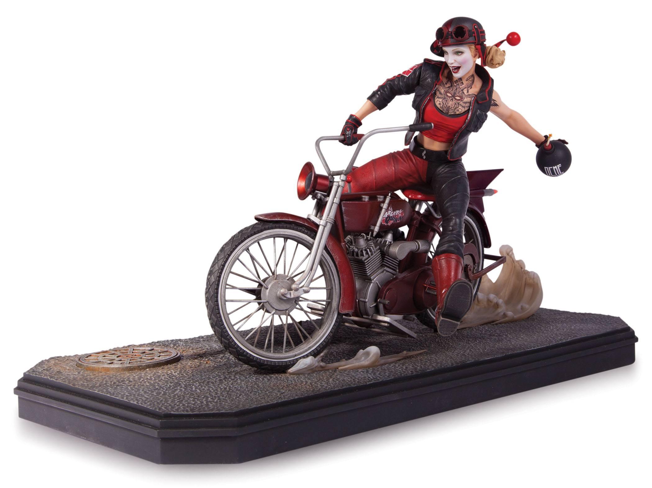 La belle vilaine de Gotham city sur sa moto