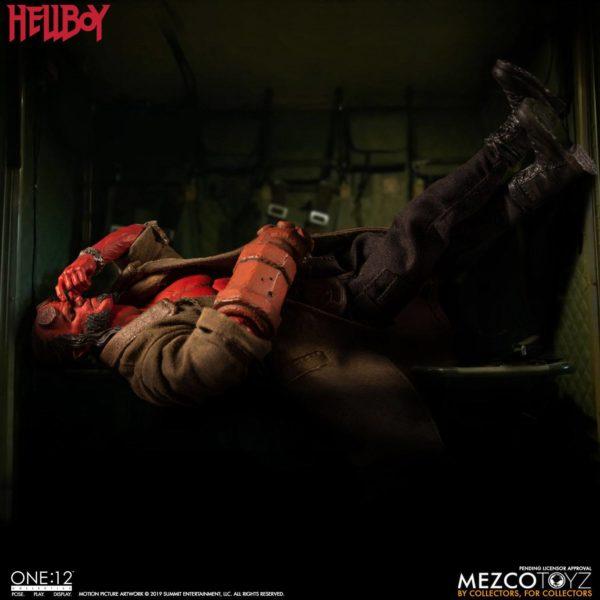 HELLBOY FIGURINE HELLBOY 2019 ONE 12 MEZCO TOYS 17 CM (12) 696198775402 kingdom-figurine.fr