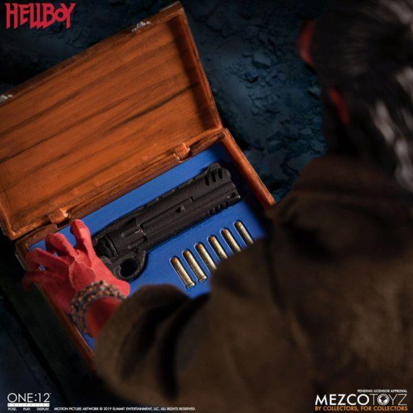 HELLBOY FIGURINE HELLBOY 2019 ONE 12 MEZCO TOYS 17 CM (8) 696198775402 kingdom-figurine.fr