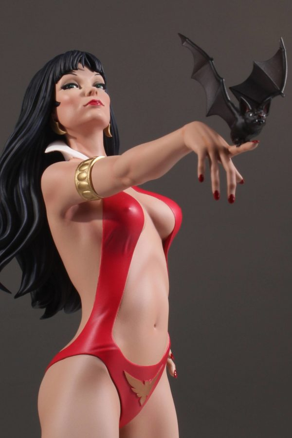 VAMPIRELLA STATUE WOMEN OF DYNAMITE BY JOSE GONZALEZ DYNAMITE ENTERTAINMENT 30 CM (4) 725130283320 kingdom-figurine.fr