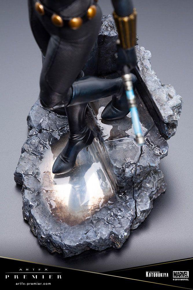 Le socle de la statue Black Widow