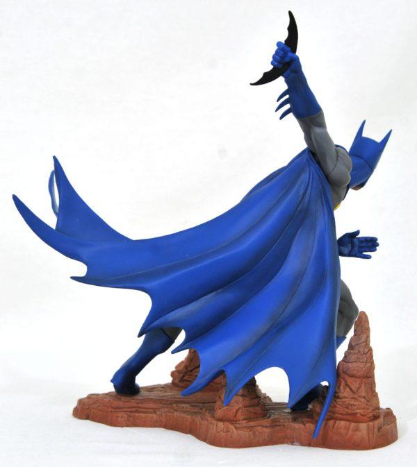 BATMAN BY NEAL ADAMS EXCLUSIVE STATUETTE DC COMIC GALLERY DIAMOND SELECT 28 CM (3) 699788834442 kingdom-figurine.fr