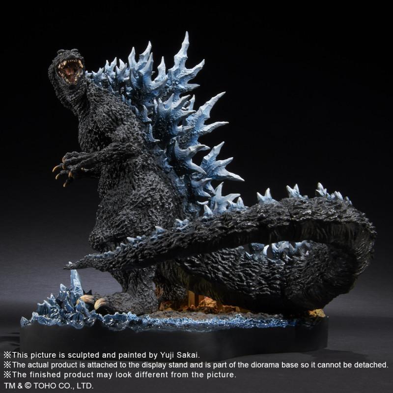 Le Kaiju est en polystone et PVC