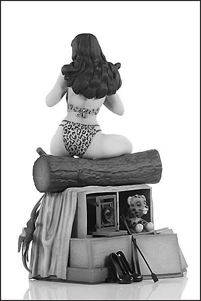 BETTIE PAGE BLACK & WHITE EDITION STATUETTE WOMEN OF DYNAMITE DYNAMITE ENTERTAINMENT 24 CM (4) 725130275516 kingdom-figurine.fr