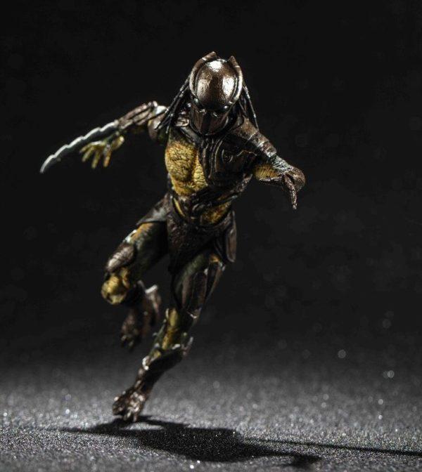 FALCONER PREDATOR FIGURINE 1-18 PREDATOR HIYA TOYS 11 CM (4) 6957534200489 kingdom-figurine.fr