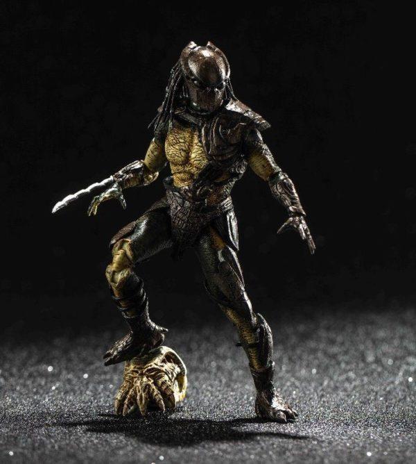 FALCONER PREDATOR FIGURINE 1-18 PREDATOR HIYA TOYS 11 CM (5) 6957534200489 kingdom-figurine.fr