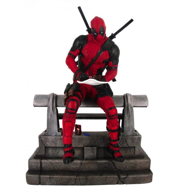 DEADPOOL STATUETTE MARVEL PREMIER COLLECTION DIAMOND SELECT 29 CM 699788841389 kingdom-figurine.fr