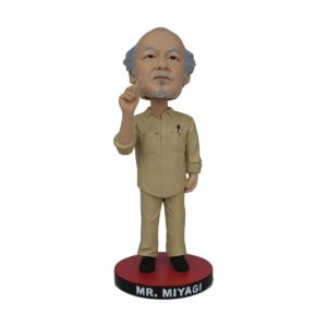 MR. MIYAGI FIGURINE BOBBLE HEAD KARATE KID ICON HEROES 20 CM 806810251454 kingdom-figurine.fr