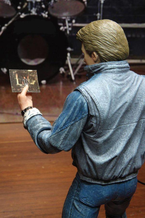 MARTY McFLY AUDITIONS FIGURINE ULTIMATE RETOUR VERS LE FUTUR NECA 18 CM 634482536155 kingdom-figurine.fr (14)