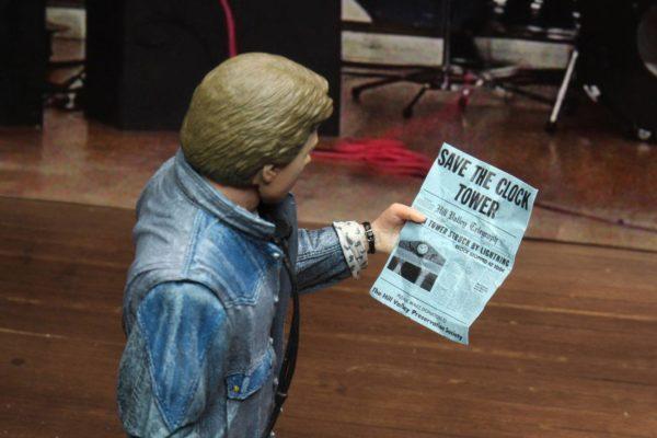 MARTY McFLY AUDITIONS FIGURINE ULTIMATE RETOUR VERS LE FUTUR NECA 18 CM 634482536155 kingdom-figurine.fr (16)